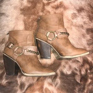 Candies Heeled Ankle Boots size 9
